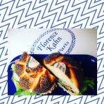 Bagel au thon et crudités // mayonnaise très légère pour un déjeuner qui vous comblera de bonheur 👌🏻🍃😻 @florencekahnboutique Recettes et articles sur mon site internet : lgiami-dieteticienne.fr