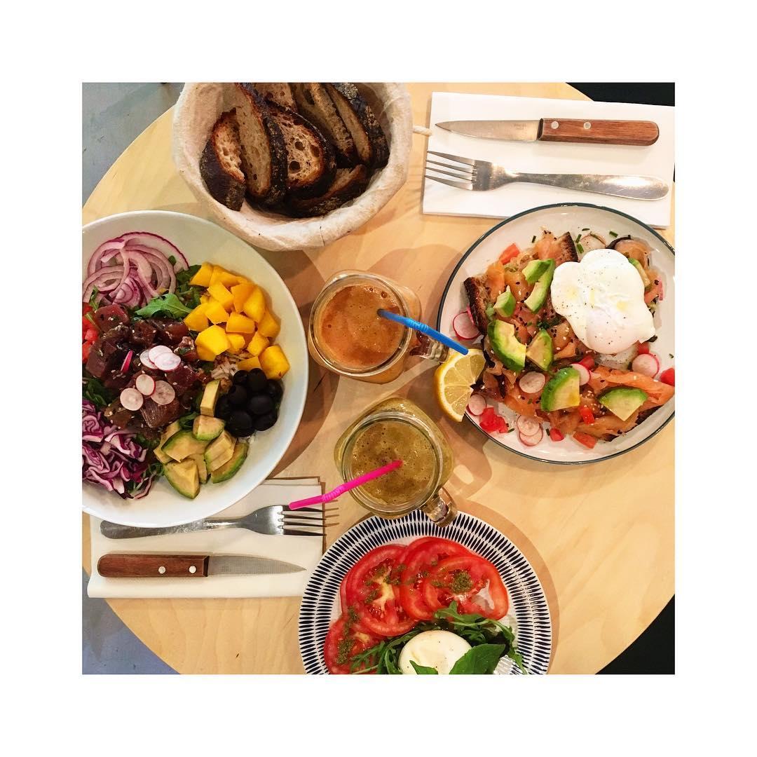 Pokebowl // Tartine Saumon //& Salade De Burrata Roquette Chez @aimenilmontant