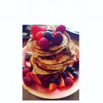 Goûter de folie : Pancakes aux fruits rouges @lea_gina18  Recettes et articles sur mon site internet : lgiami-dieteticienne.fr