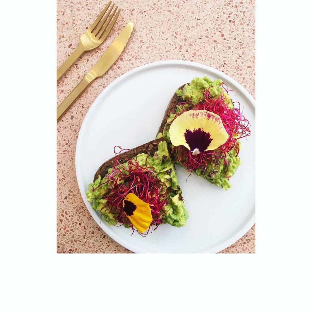 Samedi fleuri chez @peoniesparis  Recettes et articles sur mon site internet : lgiami-dieteticienne.fr