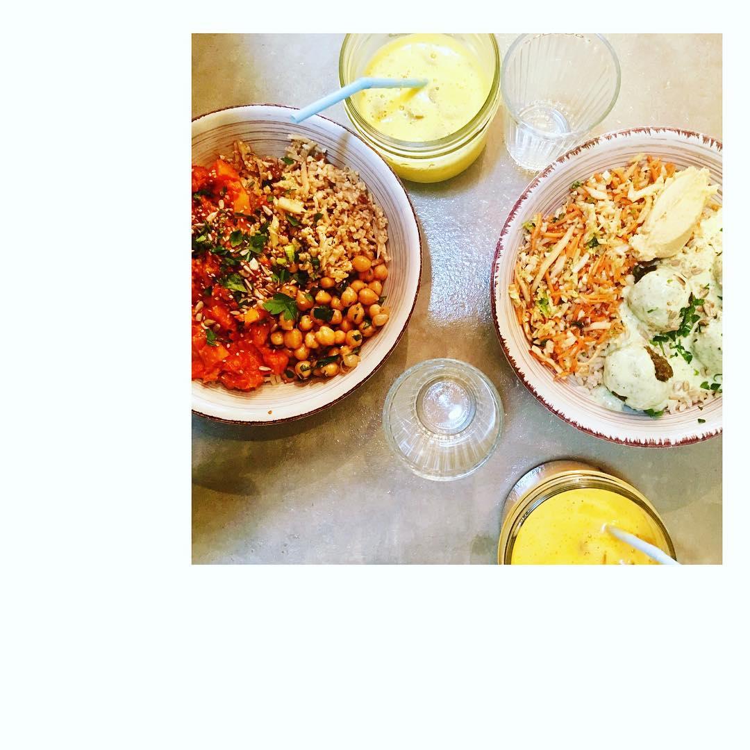 Un déjeuner complètement veggie chez @nousrestaurant  Recettes et articles sur mon site internet : lgiami-dieteticienne.fr