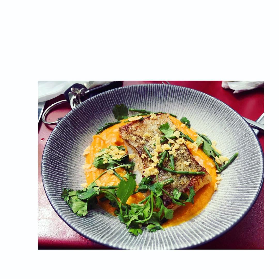 Dos de cabillaud et sa purée de potimarron pour cette belle journée ensoleillée Recettes et articles sur mon site internet : lgiami-dieteticienne.fr